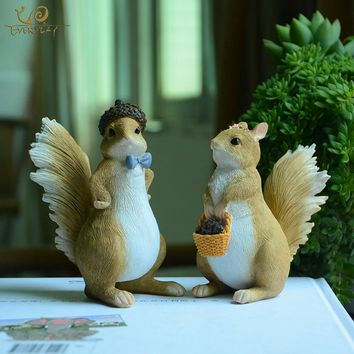 Everyday Collection Cute Animal Squirrel Figurine Office Desk Fairy Garden Accessories Home Decoration Modern Friends Gift Decor