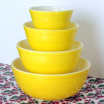 Vintage Sunshine Yellow Pyrex Bowl Complete Set by sassboxclassics