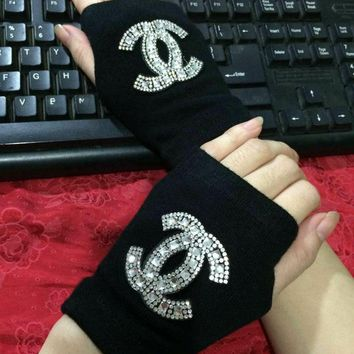 Chanel Fashion Rhinestone CC Logo Gloves