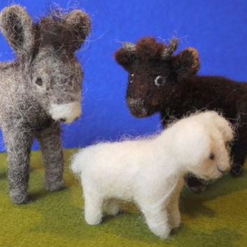Set of needle felted animals nativity. felt nativity scene. Felt animals. Felt ox, donkey, lamb. Handmade animals. Christmas decoration.