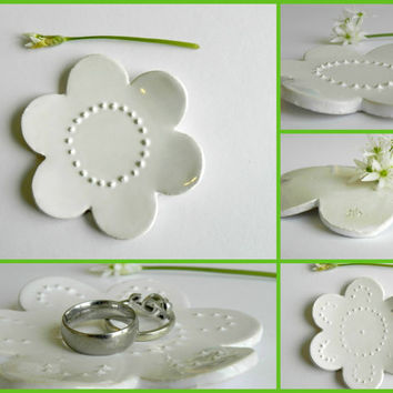 White Ceramic Dish Flower Dots Bridal Gift Jewelry Plate Pottery Ring Holder Wedding Decoration Wedding Gift