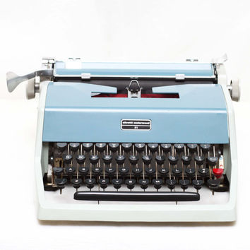 Olivetti Underwood 21 Manual Portable Typewriter + Original Hard Case & Fresh New Ribbon / Made In Spain