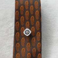 VINTAGE SKINNY TIE / Iridescent Brown with Pumpkin Coloured Embossed Paisley Pattern / One Hundred Percent Polyester / 1960s Vintage Necktie