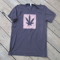 Unisex T Shirt Chocolate Weed Leaf Medium