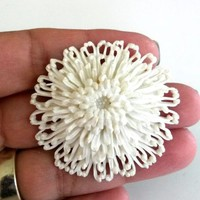 Vtg White Flower Mum Featherlite Plastic Pin 3D Brooch 1950s