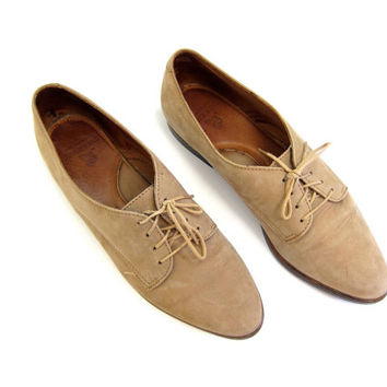 90s Suede Oxfords Cocoa Brown Leather Lace ups Preppy Suede Shoes Light Brown Buff Oxfords Modern Pointy Toe Shoes Womens 9 Narrow OR 8.5
