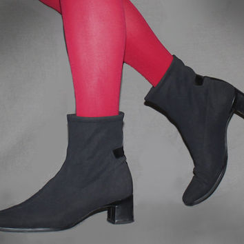 Vintage 90s does 60s BLACK ANKLE BOOTS / Mod Ankle Boots / Cloth Booties / Short Go Go Boots, Groovy / Size 7 us, 37.5 eu, 4.5 uk, 5.5 aus