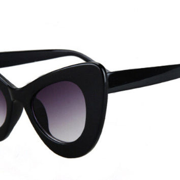 Amazing Women's Classic BLACK Cat Eye Vintage Sunglasses