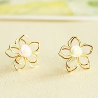 Sweet Vogue Girly Resin Flower Stud Earrings from http://www.looback.com/