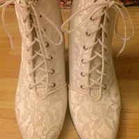 Vintage Late 70s 80s White Ivory Lace Covered Victorian Punk Western Lace Up Wedding Ankle Boots S6