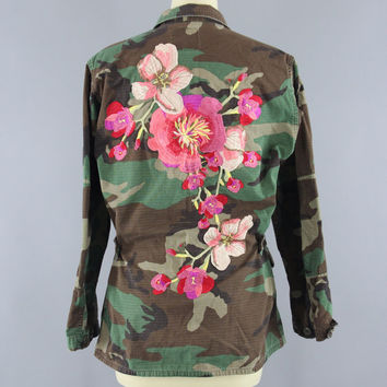 Embroidered Army Camouflage Jacket / Military Style Coat / Olive Drab Army Green Camo / Peach Pink Floral Embroidery / Size Medium Large