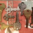 8 Vintage Keys or Findings | PetitPoulailler - Vintage Supplies on ArtFire