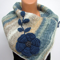 Nesk Warmer,Unique hand-knitted scarf,Boutique scarf Neck Warmer Marbled ivory, beige and blue, Hand knit - Chunky Infinity Scarf-