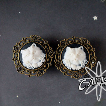"White cat round cameo plugs 25mm 1"" black gauges stretched ears lobes"