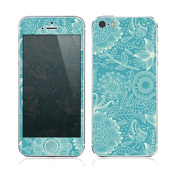 The Intricate Teal Floral Pattern Skin for the Apple iPhone 5s