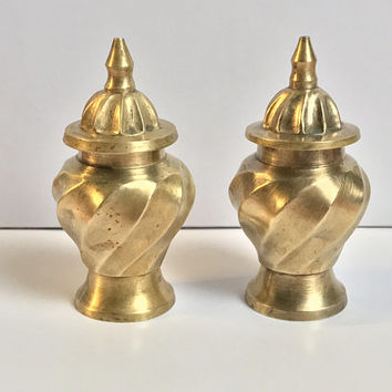 Set of 2 Vintage Indian Brass Jars / East Indian Spiral Swirl Urn / Decorative Bohemian Lidded Containers / Ginger Spice Jar / Made In India