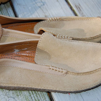 Vintage Clarks Wallabees Tan Suede Slip On Loafers Wraparound Crepe Soles Size 7.5