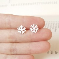 Supermarket: sterling silver snowflake ear studs from Huiyi Tan Handmade Designer Jewelry