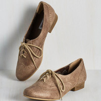 Scholastic Dapper Days Flat in Cappuccino
