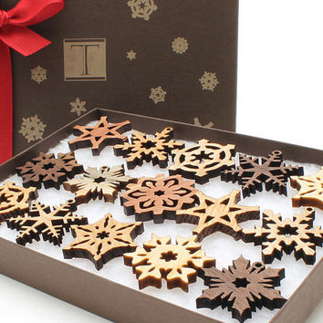 Brand New 2014 Mini Snowflake Ornaments - Designer Gift Box Mini Set of 15 . Timber Green Woods