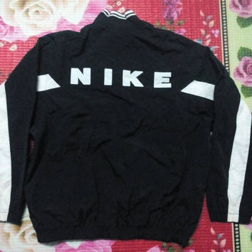 Vintage 90s nike two tones colour style black and white embroidered spell out logo swag hip-hop skaters basketball legends street wear
