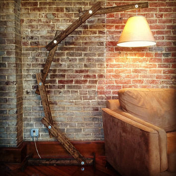 Arc Lamp  Rustic Wood Floor Lamp von AWalkThroughTheWoods auf Etsy