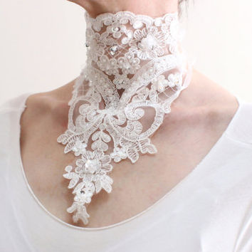 Victorian bridal white lace choker necklace, Floral lace necklace decorated with pearls and sequins, Neck Corset, Bridal Neck Piece