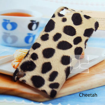 Apple iPod Touch 4 G Generation 4G 4th Gen / iTouch 5 5th Gen 5G Skin Case Velvet Felt Fuzzy Animal Print Back Hard Case Cover (Cheetah)