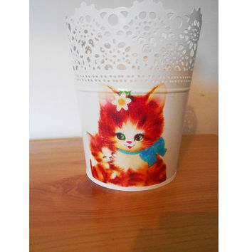 Upcycled Cream Lace Effect Metal Plant Pot with Kitsch Kitty Cats- Mama and Kitten Ikea Planter- Retro Gift