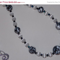 33%OFF Black Mother of Pearl and White Cats Eye Necklace