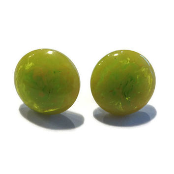 1940s Earrings / Vintage Green and Yellow Bakelite Screw Back Button Earrings