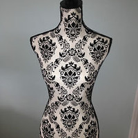 GORGEOUS FRENCH STYLE DISPLAY MANNEQUIN, BLACK&WHITE FLORAL