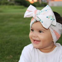 Baby girl bow, feather headband, newborn bow, baby headband, triangle head wrap, feather baby bow, baby girl headband
