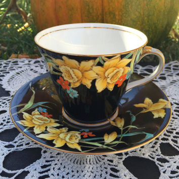 Aynsley Hand Painted Yellow Daffodil and Black Teacup and Saucer set, Art Deco Floral Vintage Tea Cup and Saucer, English Bone China