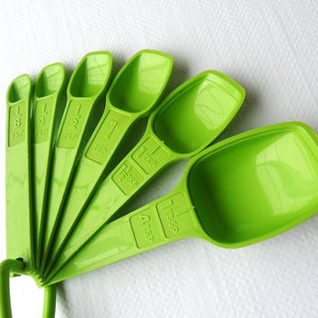 Vintage Green Tupperware Measuring Spoons Apple Green Tupper Ware Full Set of 6 1970s Decor Retro Colors