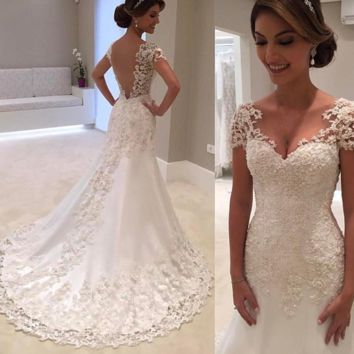 White Backless Vintage Lace Mermaid Wedding Dresses V-Neck Short Sleeve Wedding Dress