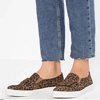 Fashionable new larger-size leopard print single shoes women's flat one-foot button-down casual loafers Leopard grain