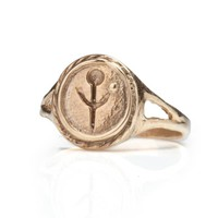 EMPANDA SIGNET RING IN GOLD