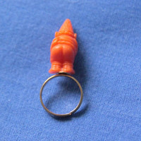 DWARF BUTT ring, plastic toy figurine vintage remade jewelry golden Snow White Seven Dwarves / Bague nain figurine plastique jouet doré or