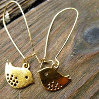 Little birds in gold. Kidney ear wire and bird charms. Dainty gold ear. Hand made earrings.