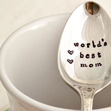 worlds best mom, teaspoon-silver plated- Mother's day gift- gift for mom.