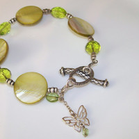 BUTTERFLY CHARM BRACELET with Green Shell Beads and Swarvoski Crystals, Decorative Toggle Clasp, Gift for Her, Spring Jewelry, Peridot Beads