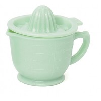 jade measuring cup with juicing lid
