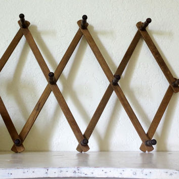 vintage accordion rack / vintage wood peg rack / expandable peg hat and coat rack / folding peg rack / wall hanging rack / large peg rack