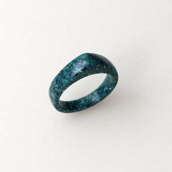 HAnd carved corian green ring - Size 6