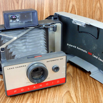 Polaroid Automatic 104 Land Camera with Carryall Case and Flashgun
