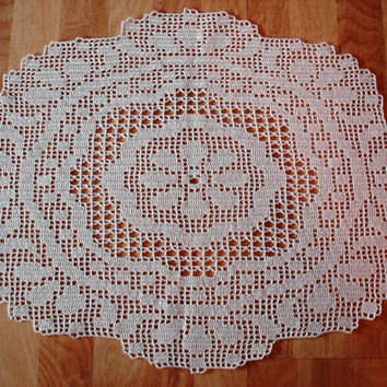Oval Crochet Doily in Natural, Hand Crocheted Natural Doily, Filet Oval Doily in Natural Cotton, Floral Motif Oval Doily