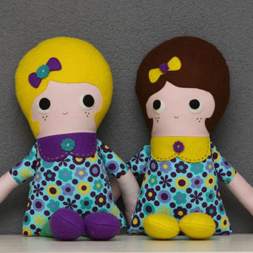 Cute Greta doll with dark hair, from an original Retromama pattern (ragdoll, doll, toy, girl)