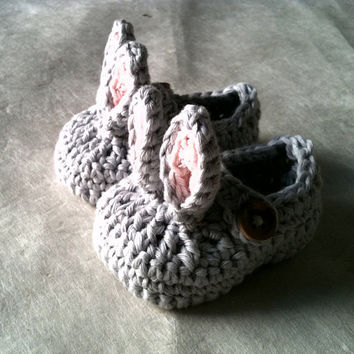 Rabbit Bunny Baby Booties by beliz82 on Etsy
