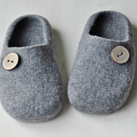 Felted slippers for men - Made to order -  Eco Wool / Grey / Wooden buttons / Handmade / Home shoes / Wool wearing / Winter trend